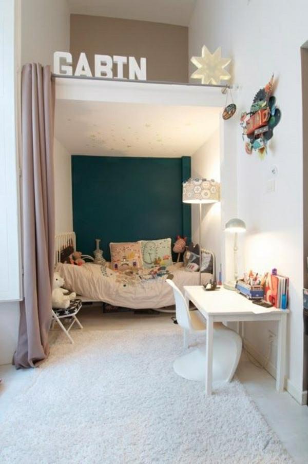 chambre-d-enfant-cocooning-intérieur-moderne-blanc-tapis-blanc-bureau-d-enfant