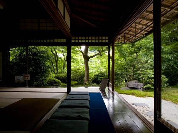 chambre-zen-intérieur-ouvert-vers-le-jardin