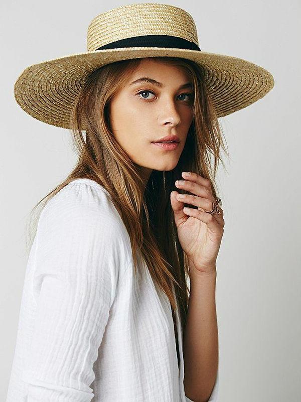chapeau-de-paille-beige-femme-mode-chemise-blanc
