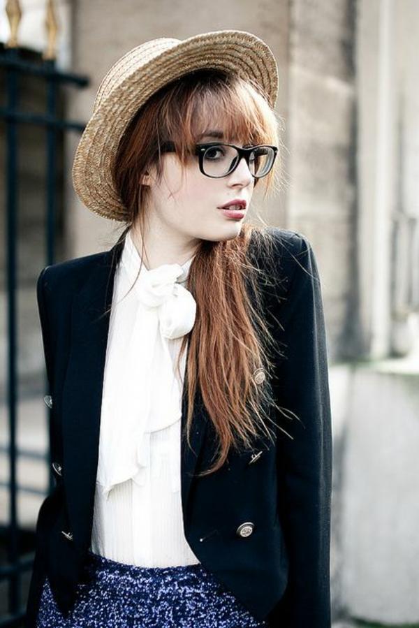 chapeau-femme-paille-moderne-veste-court-noir-robe-court-chemise-blanc