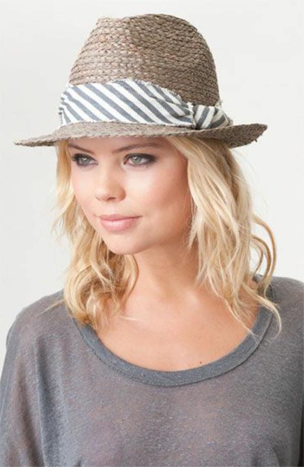chapeau-paille-beige-yeux-bleus-blonde-femme