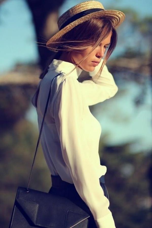 chapeau-paille-femme-chemise-blanc-sac-à-main-petit-noir