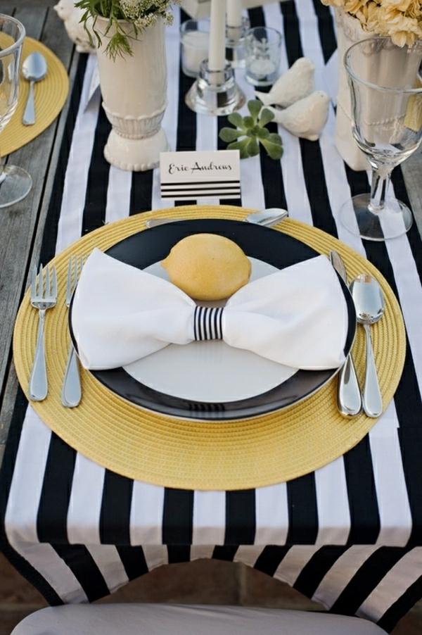 chemin-de-table-aux-rayures-blanc-noir-set-de-table-serviette-blanc-assiette-jaune