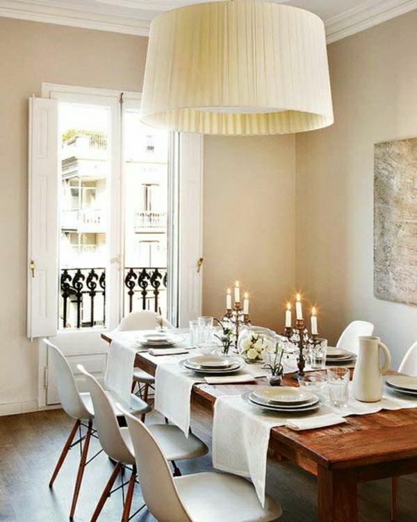 chemin-de-table-en-tissu-lustre-en-tissu-blanc-salon-moderne-peintures