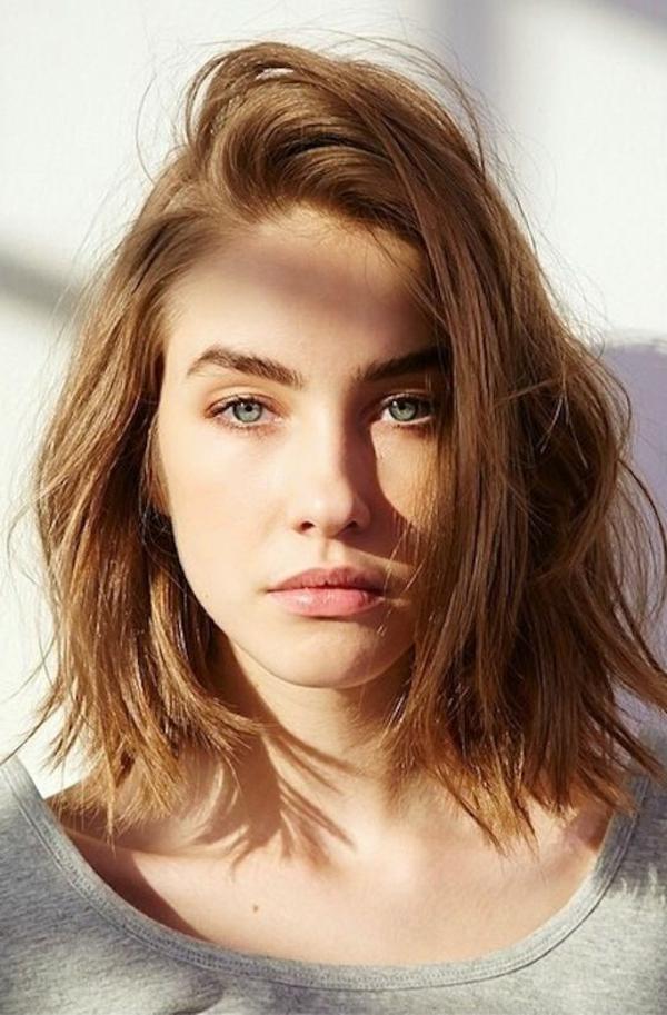 Les taches de pigment sur la personne comme se délivrer la cosmétologie