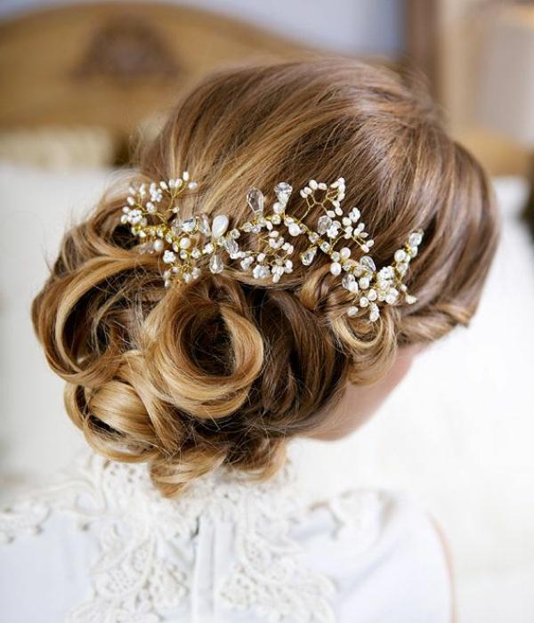 chignon-romantique-bijou-cheveux-moderne-femme
