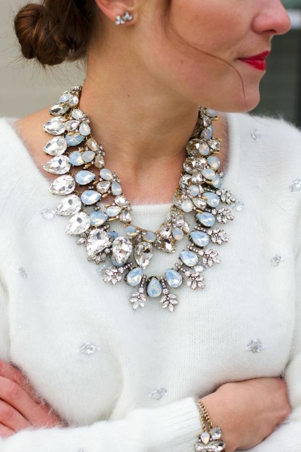 collier-plastron-aux-cristaux-magnifiques