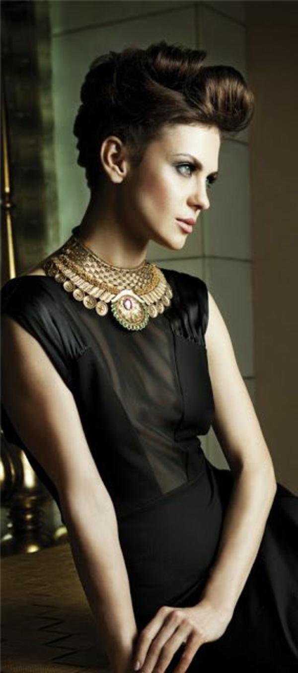 collier-plastron-bijoux-modernes-à-inspiration-ethnique