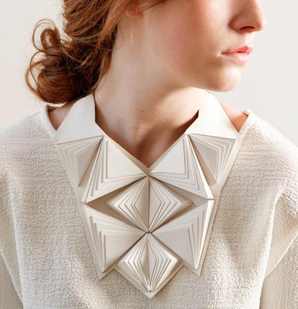 collier-plastron-collier-origami-blanc
