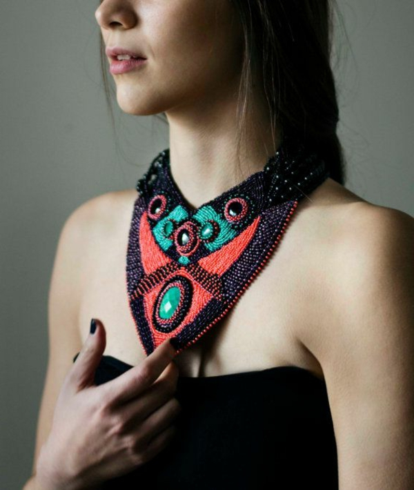 collier-plastron-collier-tissu-et-pierres