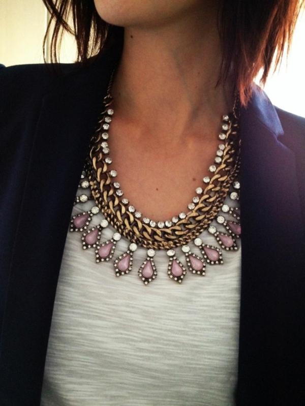collier-plastron-combination-de-chaîne-et-de-petites-pierres