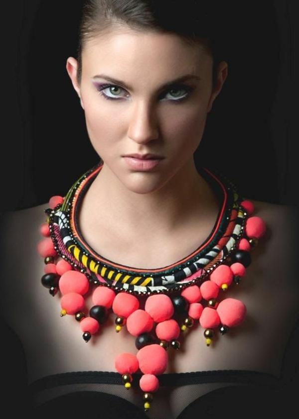collier-plastron-combination-unique-de-matières