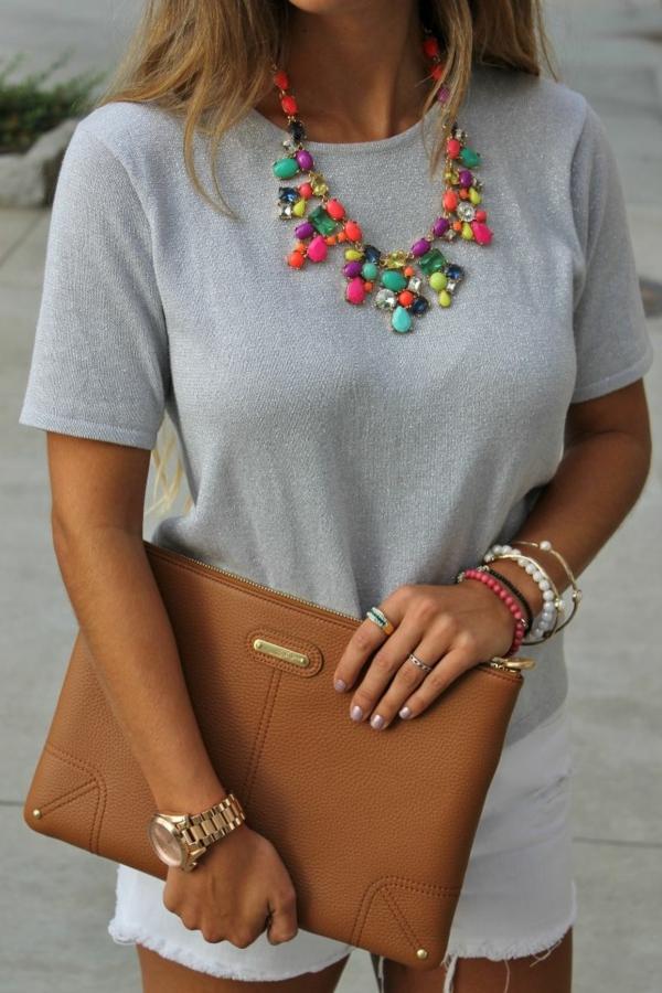 collier-plastron-en-pierres-différentes-multicolores