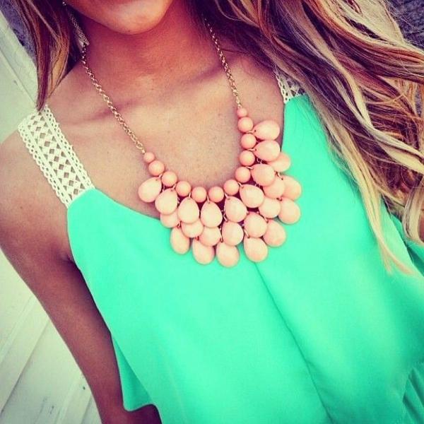 collier-plastron-grandes-perles-roses