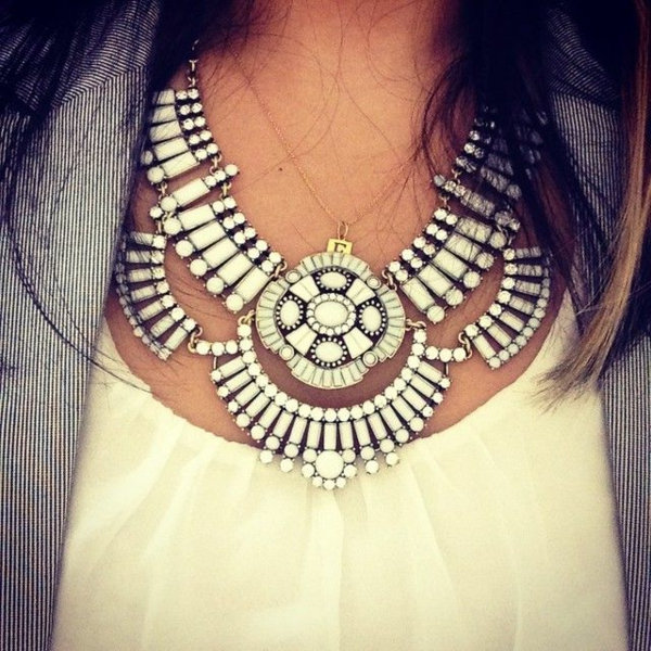 collier-plastron-joli-collier-statement