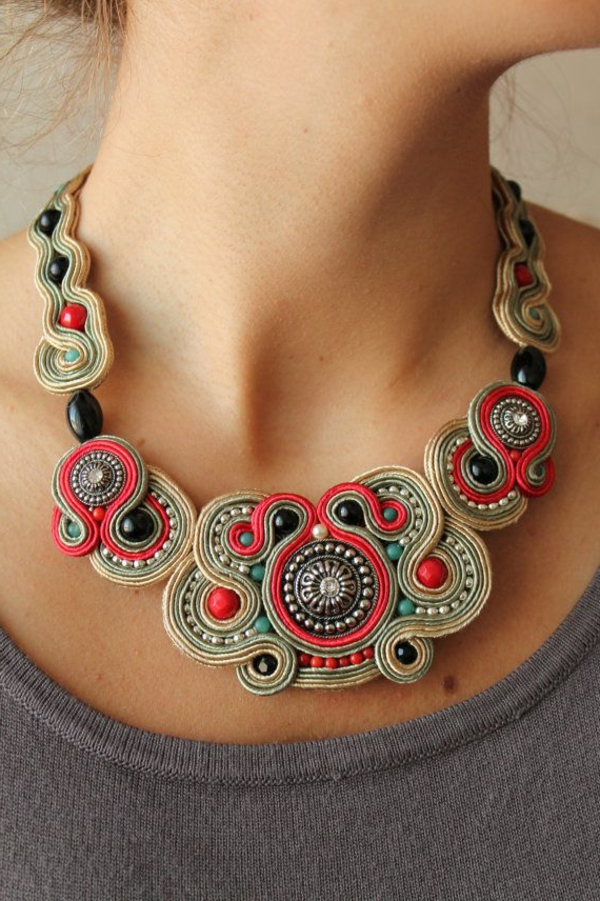 collier-plastron-style-art-des-bijoux-diy