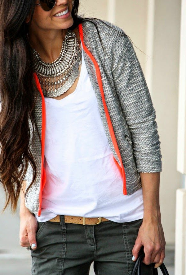 collier-plastron-tenue-super-chic-et-collier-ethnique