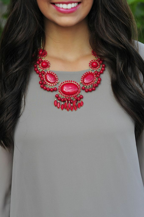 collier-plastron-un-ethno-style-en-rouge
