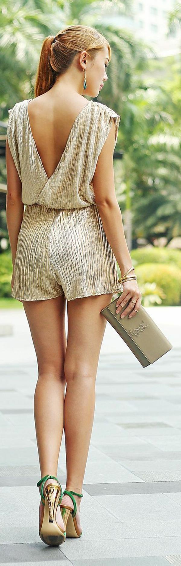 combi-pantalon-court-élégant-beige-sac-luis-vi-ton-dos-ouvert