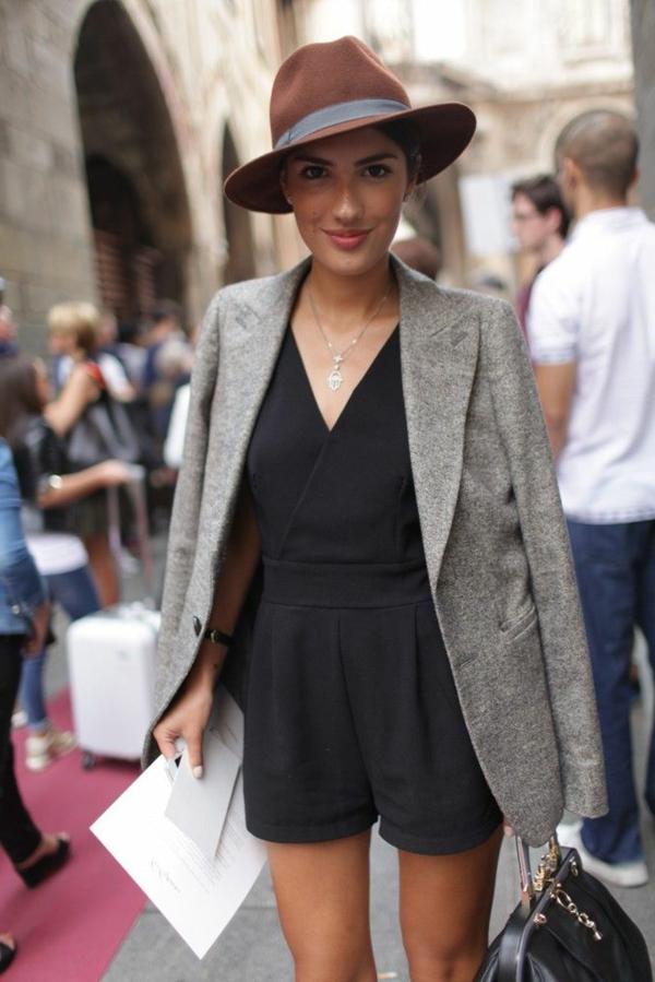 combishort-élégant-veste-gris-femme-mode-ete-2015-sac-a-main-noir