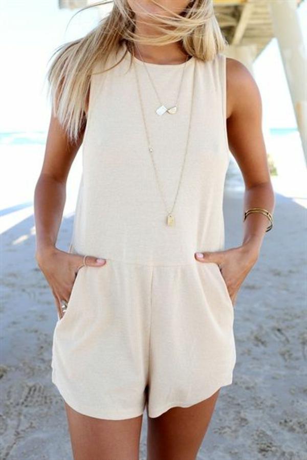 combishort-beige-combinaison-pour-la-plage-blonde-femme-bijou