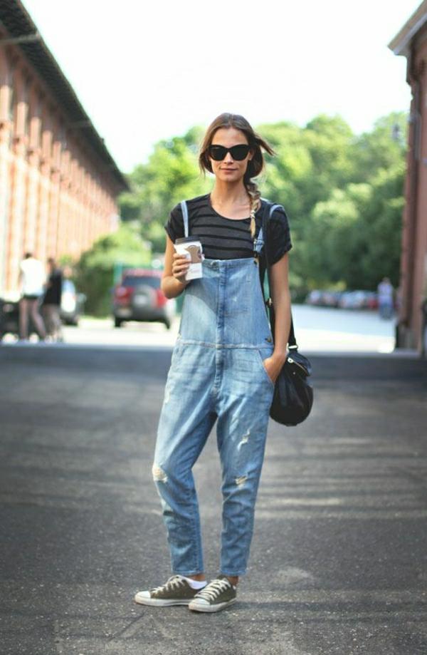 combishort-femme-moderne-combi-pantalon-en-denim-lunettes-de-soleil
