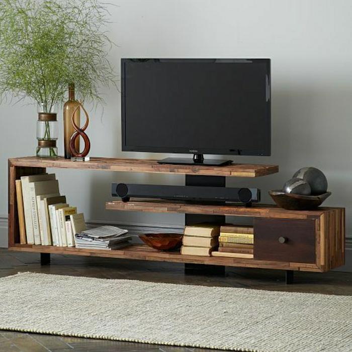 console-tv-en-bois-meuble-d-appoint-plantes-vertes-mur-gris-sol-en-parquet-tapis