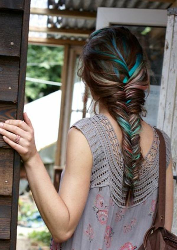 couleur-de-cheveux-balayage-bleu-fille-dos-maison-ancienne