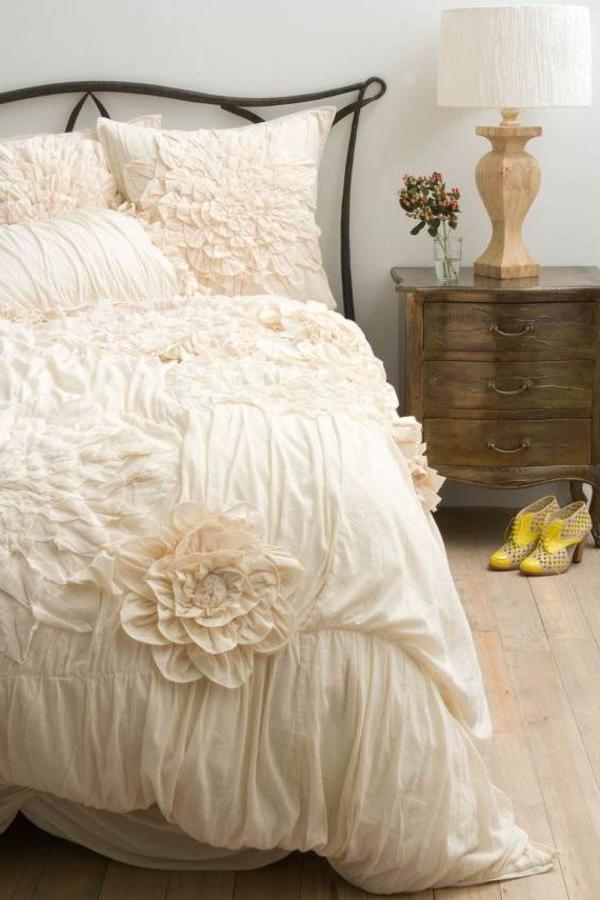 couvre-lit-boutis-pièce-décoration-fleurs