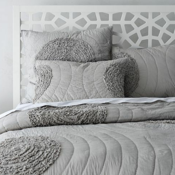couvre-lit-boutis-pièce-décoration-gris