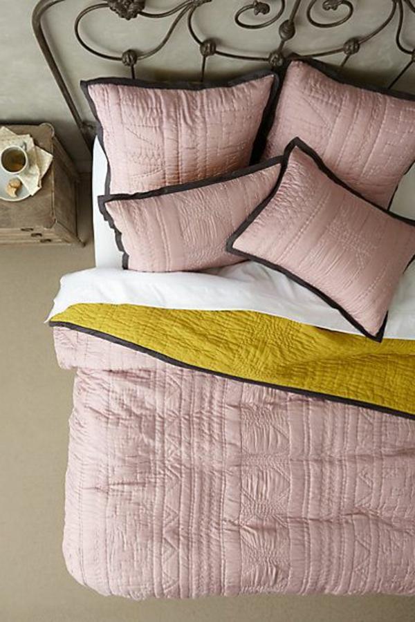 couvre-lit-boutis-pièce-décoration-rose-jolie