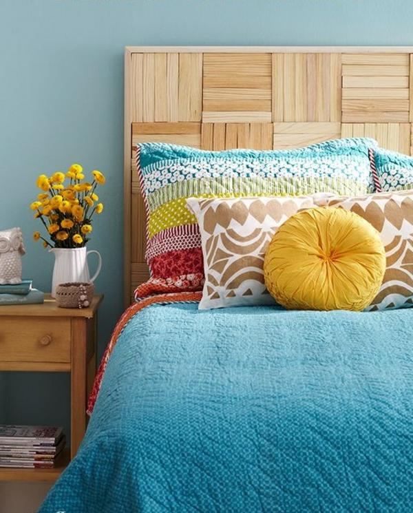couvres-lit-boutis-les-lits-coucher-coussins-fleurs-jaunes