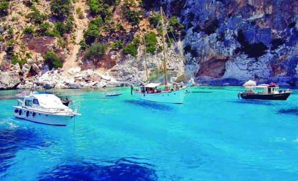 croisières-en-méditerranée-eaux-limpides-à-Sardaigne