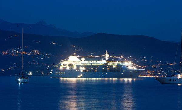 croisières-en-méditerranée-la-nuit