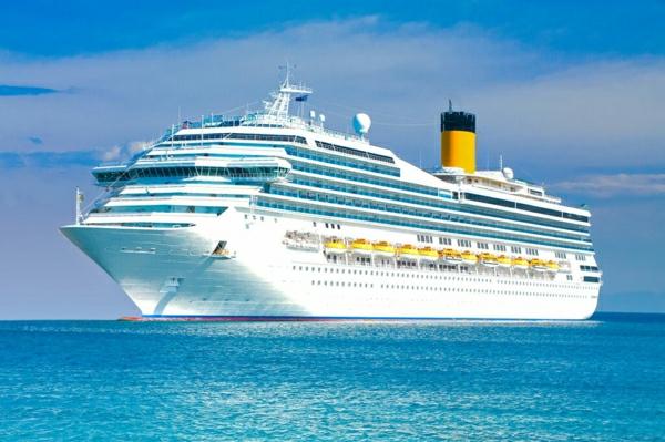 croisières-en-méditerranée-les-grands-vaisseaux-touristiques-resized