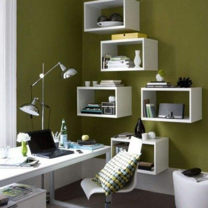 cube-de-ranagement-en-bois-blanc-mur-vert-coin-de-travail-maison-chaise-coussins
