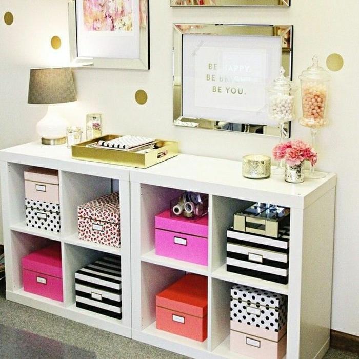 cube-de-rangement-blanc-déco-idée-aménagement-meuble-en-bois-d-appoint-lampe-décorative