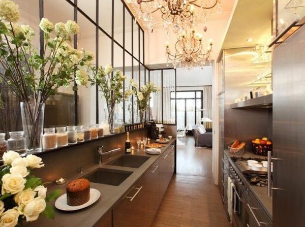 cuisine-moderne-design-decotation-fleurs-lustre-baroque