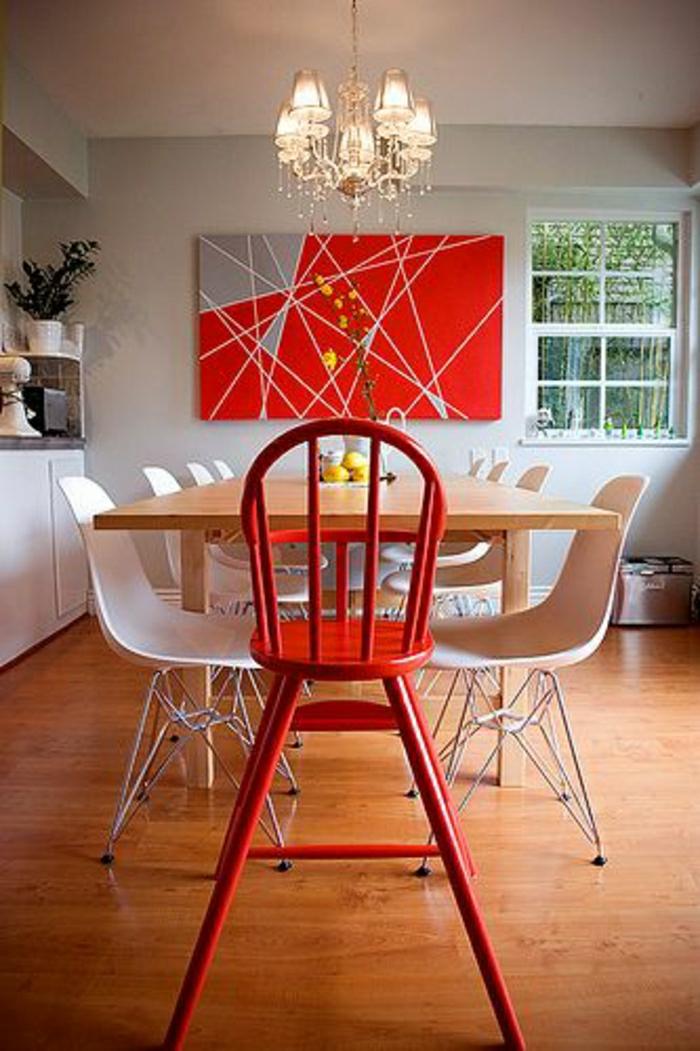 cuisine-salle-de-séjour-chaises-plastiques-blanches-rouges-deco-blanc-rouge