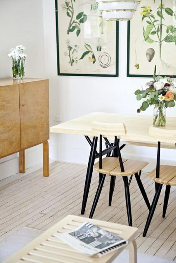 cuisine-sol-en-parquet-beige-chaise-en-parquet-insolite-idée-fleurs-deco-cocooning