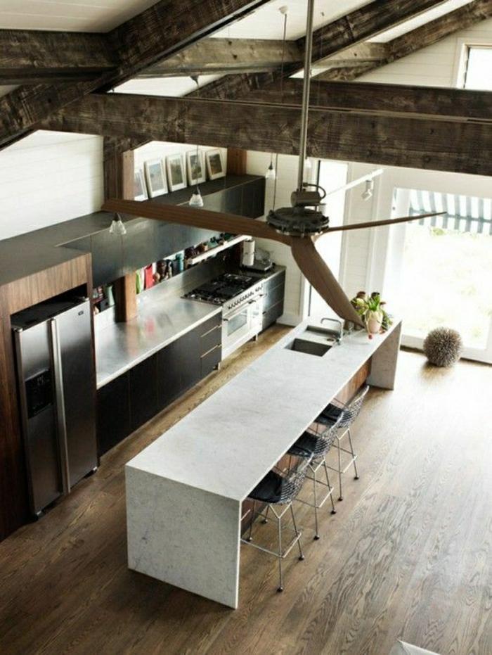 cusine-industrielle-aménagement-industriel-sol-en-plancher-toit-vaste-haute