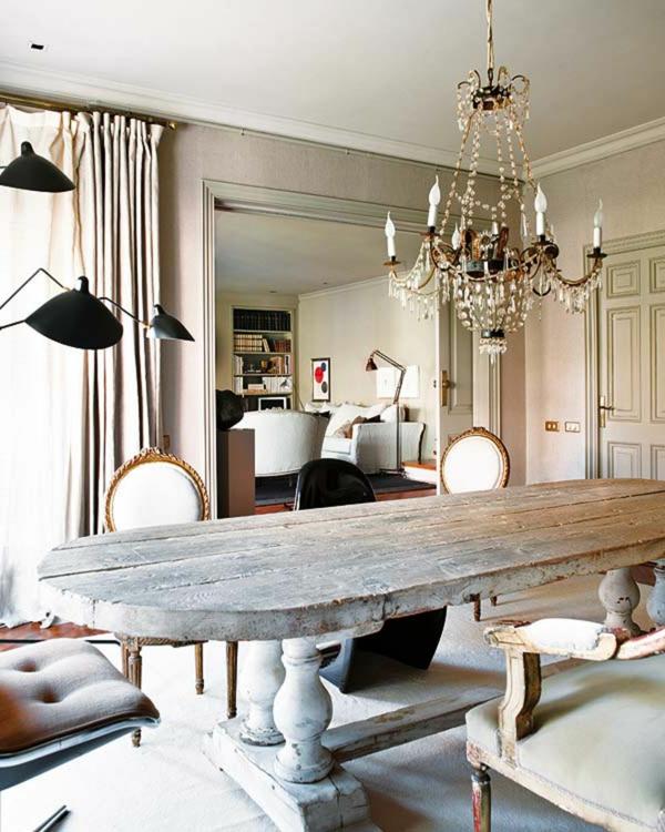 design-chaises-salle-à-manger-idee-creative-vintage-lustre-baroque