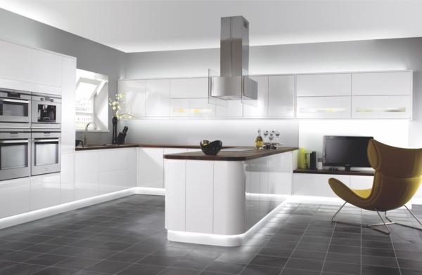 design-cuisines-contemporaines-blanc-chaise-confort
