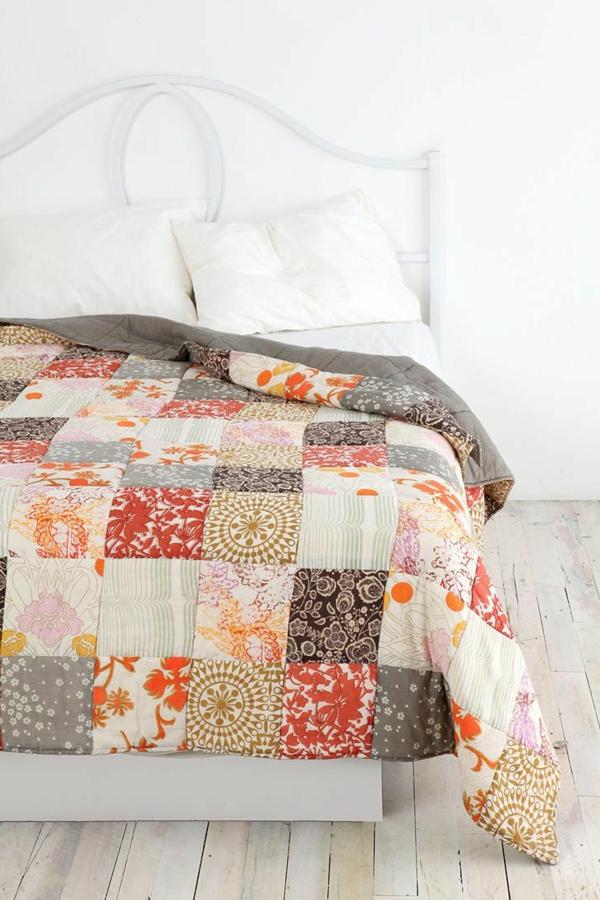 dessus-de-lit-en-boutis-chambre-a-coucher-blanc-lit-de-fer