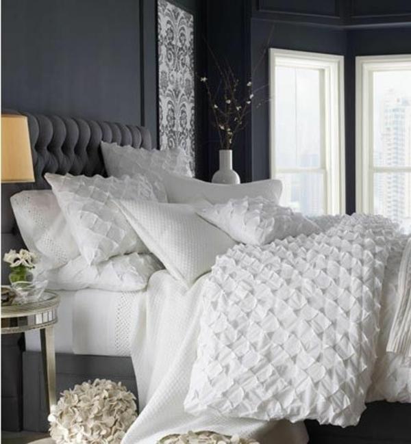 dessus-de-lit-en-boutis-chambre-a-coucher-gris-et-blanc