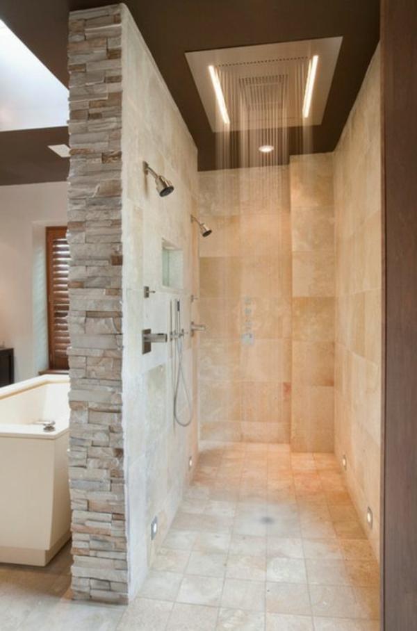 douche-pluie-au-plafond-et-mur-en-pierre