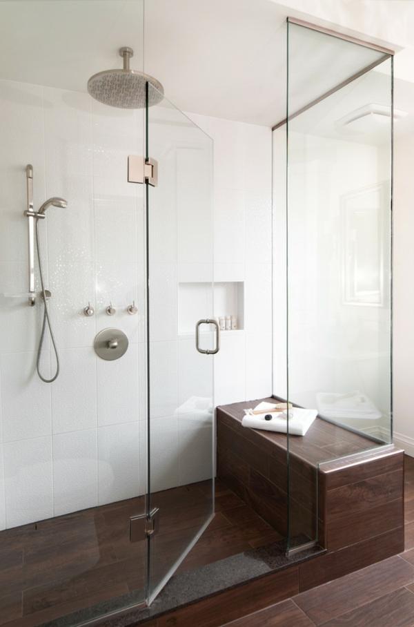 douche-pluie-murs-céramiques-sol-en-bois