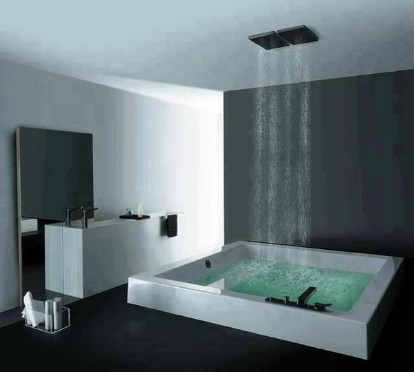 douche-pluie-salle-de-bains-en-noir-et-blanc