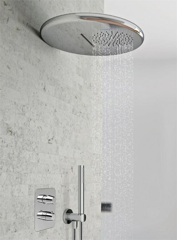 installation de la tête de douche pluie hauteur du placard