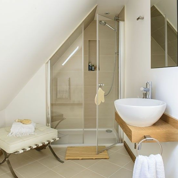 Amenagement petite salle de bain mansardee salle de - Amenagement petite salle de bain sous pente ...